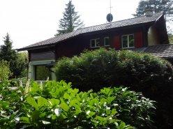 Gingins, villa-chalet de charme située dans un écrin de verdure